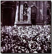 Hitler (circled) in Odeonsplatz, Munich, on 1 August 1914 (click to enlarge)